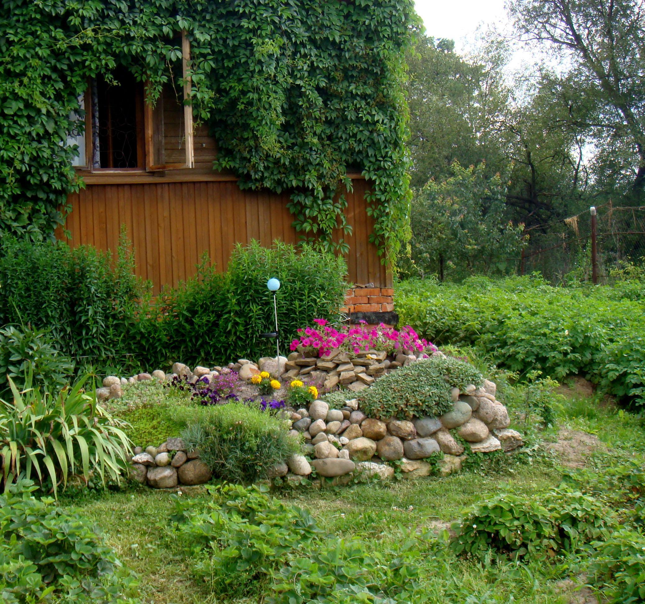 Горка на садовом участке